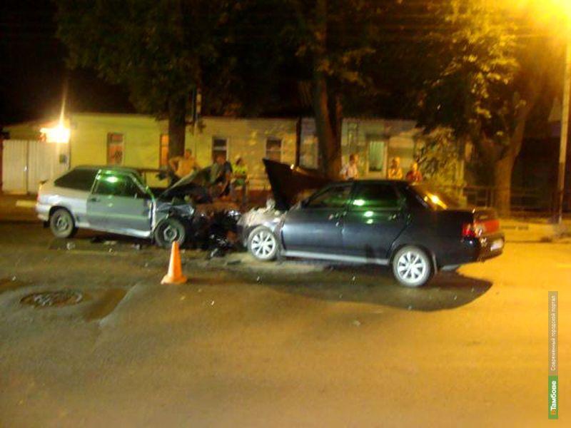 В Тамбове на улице Карла Маркса столкнулись три авто