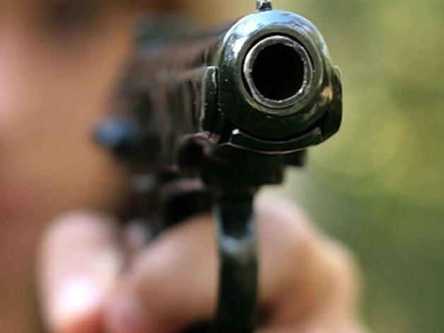 В Тамбове мужчина угрожал продавцу оружием