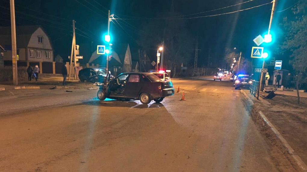 На западе Тамбова столкнулись два авто