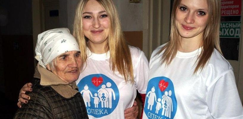 В Тамбове волонтеры совместно с некоммерческой организацией «Опека» помогают одиноким бабушкам и дедушкам с ремонтом