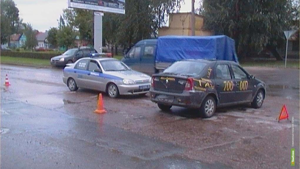 Две легковушки в Тамбове не поделили перекрёсток