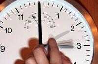 Мобильники и компьютеры могут сегодня самовольно перевести часы