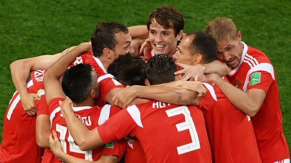 Российская сборная обеспечила себе досрочный выход в плей-офф! Какова реакция тамбовчан на победу?
