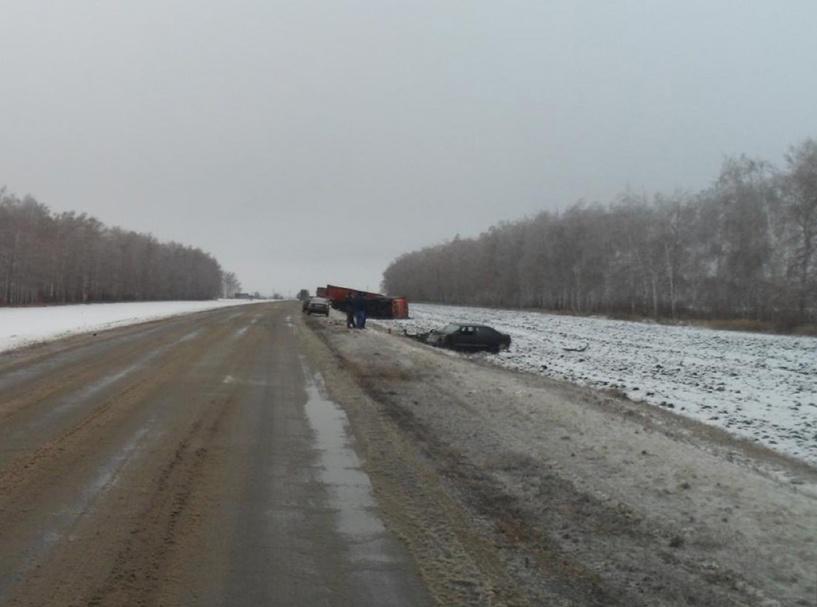 На трассе в Уваровском районе легковушка столкнулась с грузовиком
