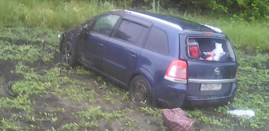 В Знаменском районе на трассе перевернулась иномарка