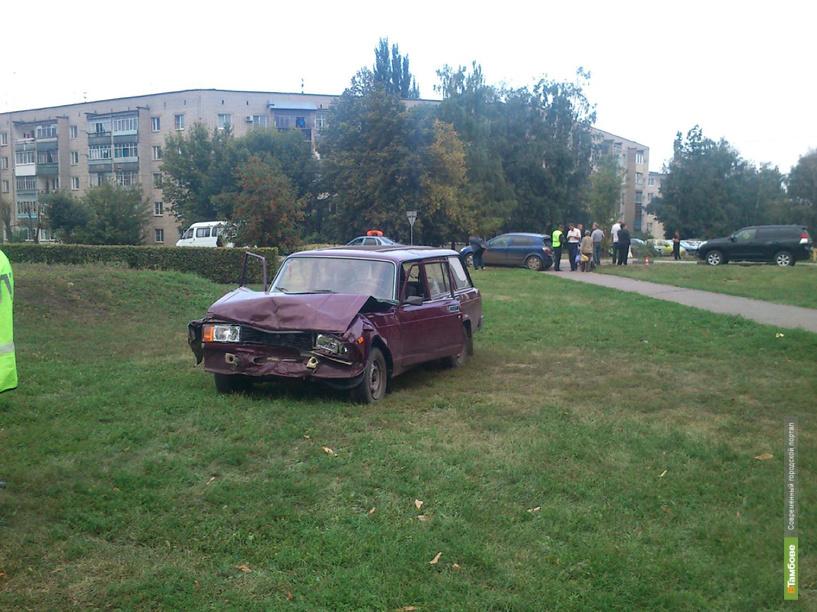 В Тамбове лихач на «четверке» врезался в припаркованный Opel
