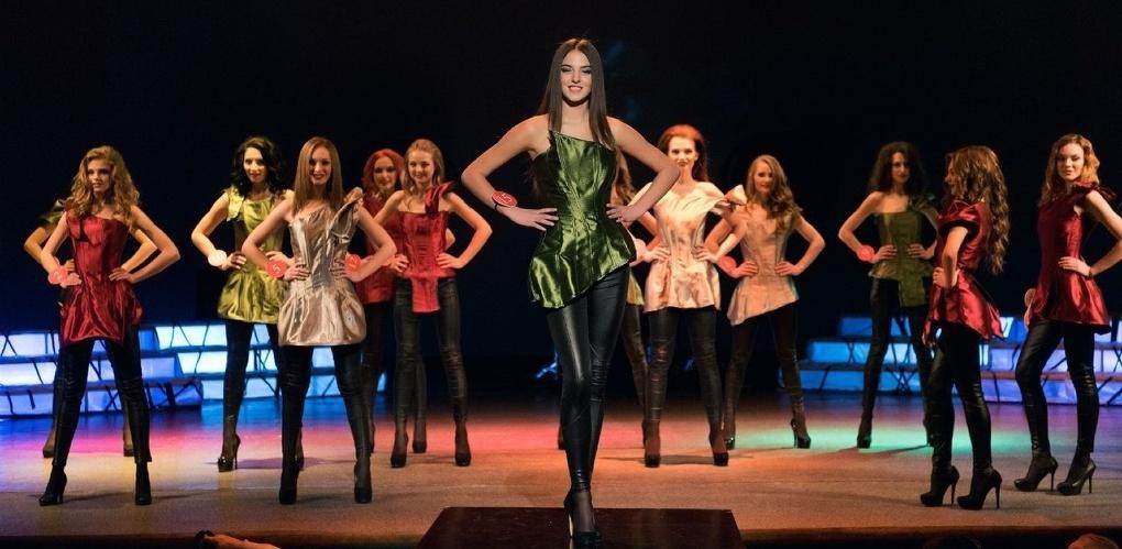 Первые красавицы региона прошлись по подиуму на неделе моды в Москве