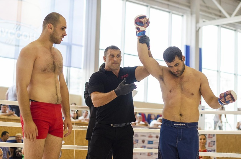 Тамбовчанин взял серебро на Всероссийском турнире по ММА среди силовиков
