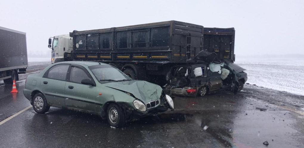 На въезде в Тамбов столкнулись три автомобиля