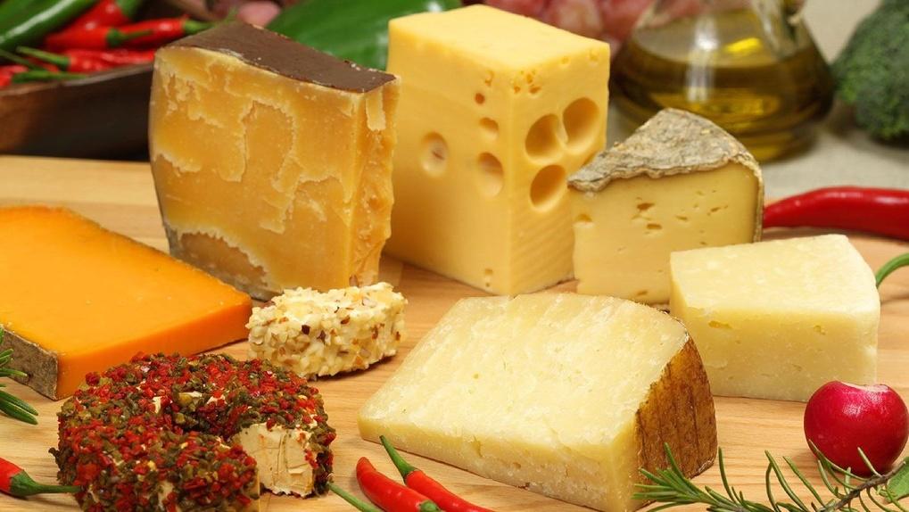Больше половины сыров в гипермаркетах – подделка
