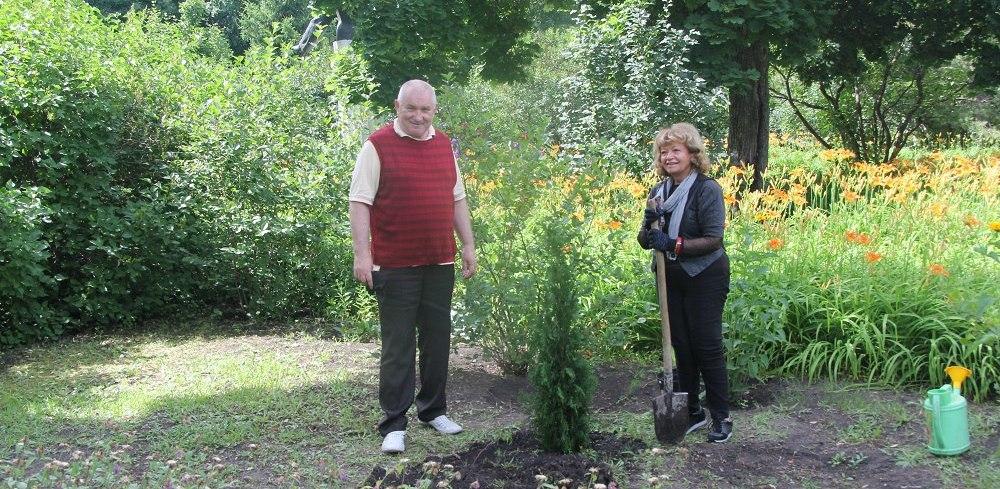 Всемирно известная турецкая пианистка посадила дерево в музее-усадьбе Сергея Рахманинова