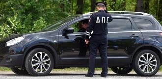 Инспекторам ДПС разрешили останавливать машины вне постов и проверять документы пассажиров