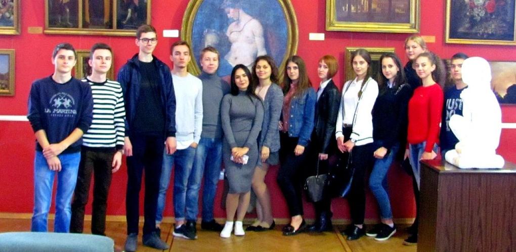 Первокурсники Тамбовского филиала РАНХиГС посетили областную картинную галерею