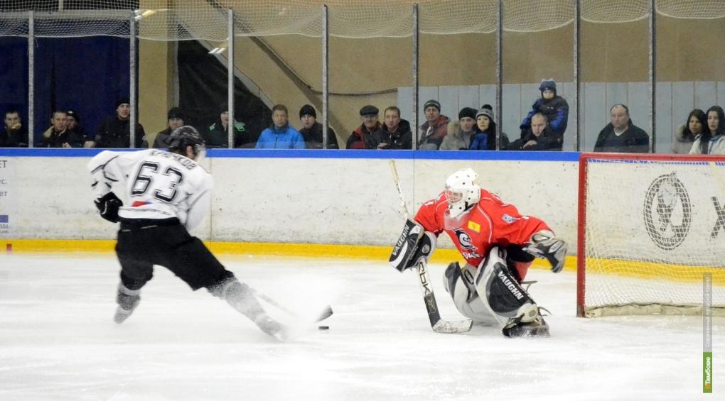 Тамбовские хоккеисты загнали в ворота противника 10 шайб