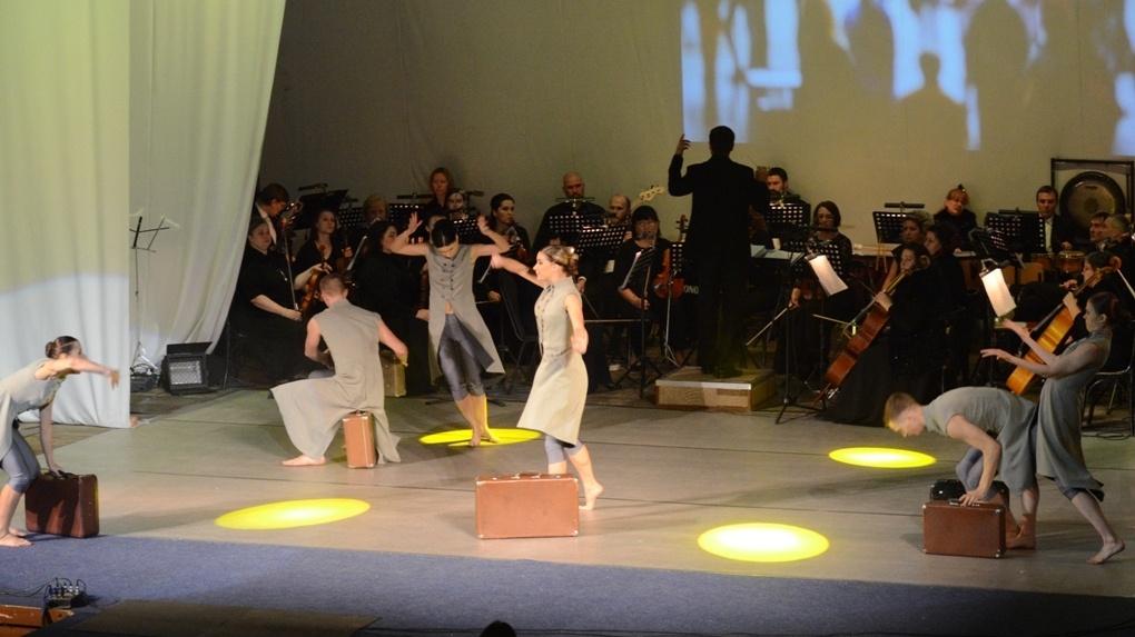 В Учебном театре ТГУ исполнили современный танец под классическую музыку