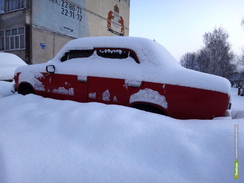 Последствия ночного снегопада устраняли 250 рабочих