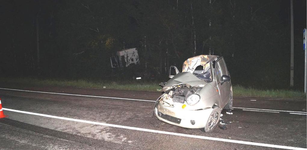 Легковушка не уступила дорогу грузовику: есть жертвы