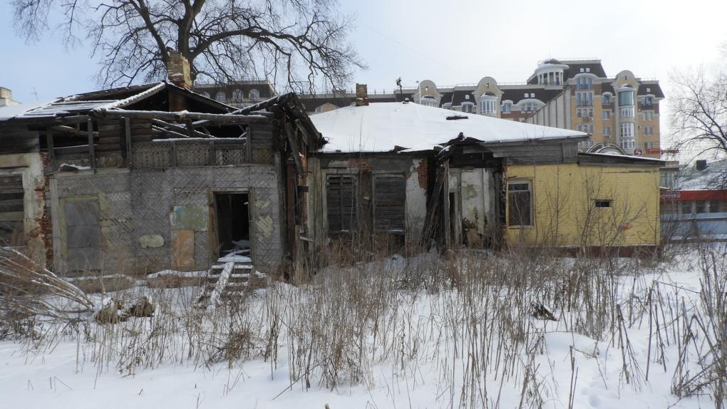 Развалюха в центре Советской? В Тамбове «Дом жилой» разрушается на глазах