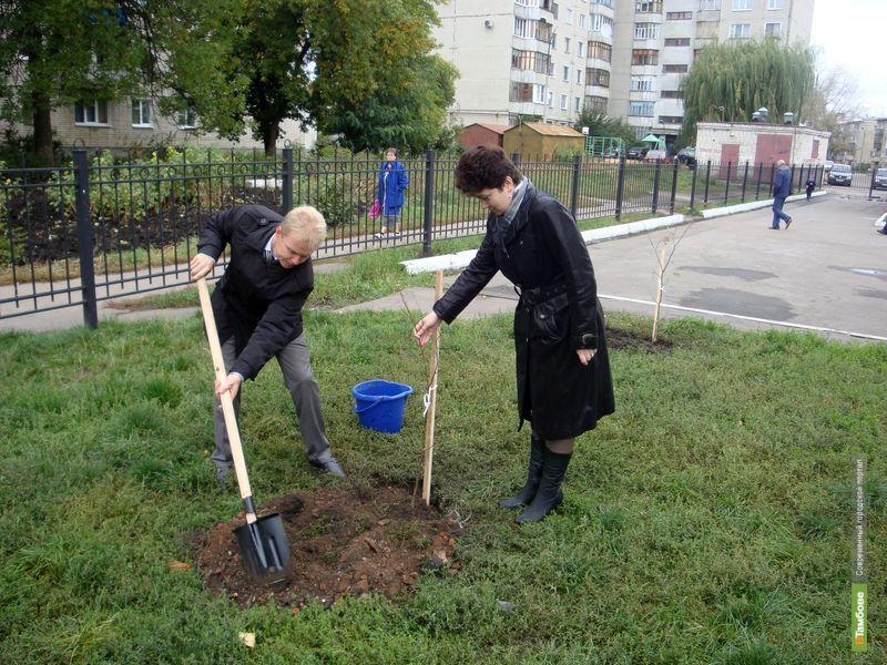 Тамбовские депутаты озеленили областной центр