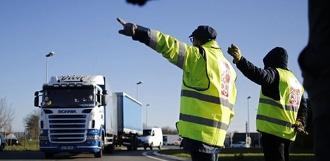 В условиях плохой видимости: в каких случаях водителю придётся надеть светоотражающий жилет?