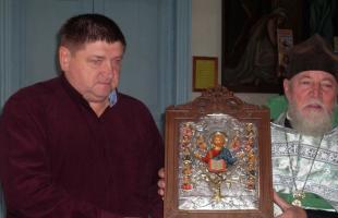 Инжавинскому храму подарили икону из Иерусалима