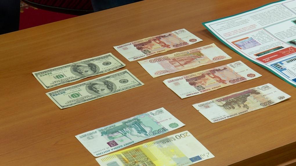 За короткий срок полицейские возбудили четыре дела по факту сбыта фальшивых купюр