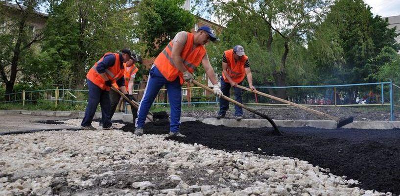 За два месяца рабочие уложили в Тамбове более 220 тонн асфальта