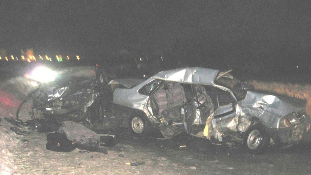 На Магистральной столкнулись три авто: один из водителей погиб