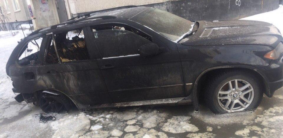Ночью на Астраханской вспыхнул BMW X5