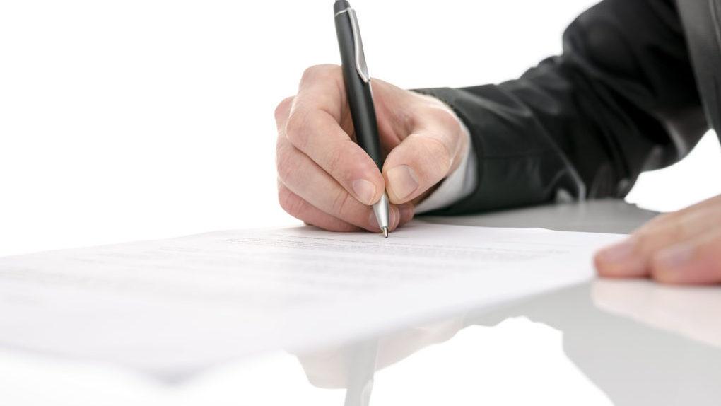 Рассказовец считает, что российская почта подделала его подпись