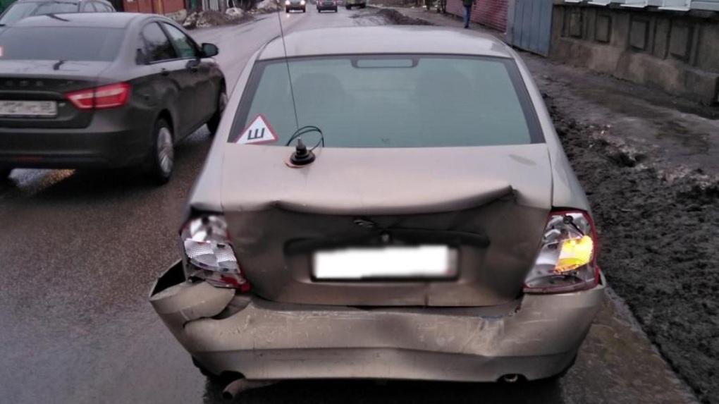 При столкновении двух легковушек пострадала 44-летняя женщина