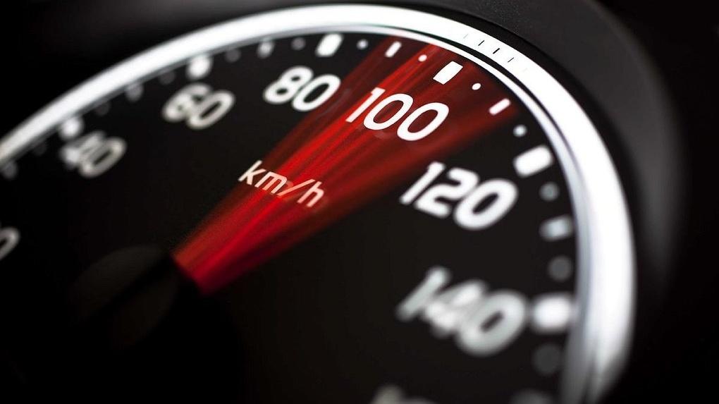 Разрешенную скорость на трассах  РФмогут увеличить до110 км/ч