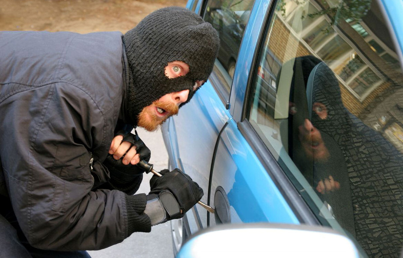 Угонщик взял машину покататься, пока хозяин спал