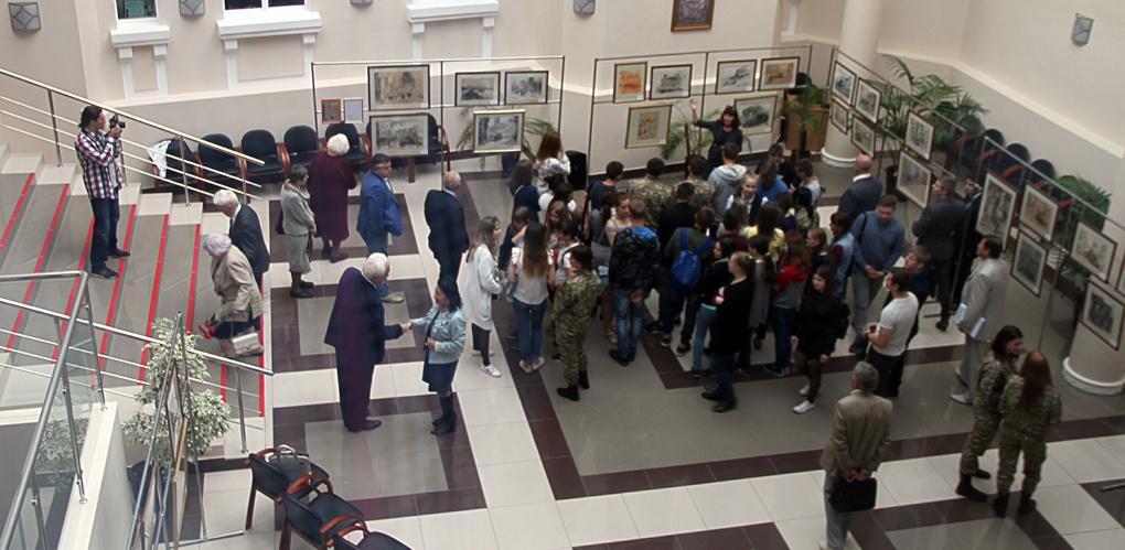 В День памяти и скорби в Тамбове открылась выставка военной графики