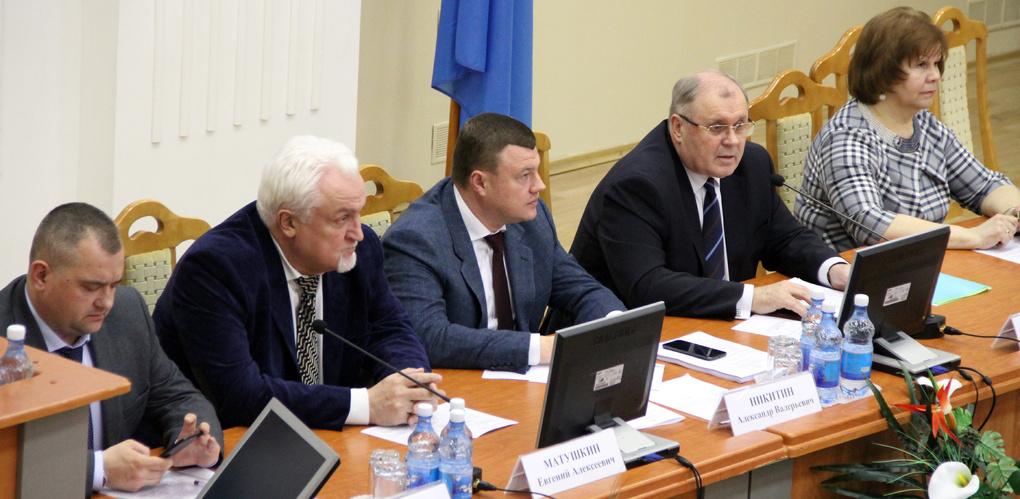 Александр Никитин предложил некоммерческим организациям работать сообща