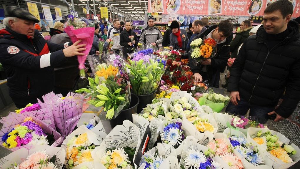 Тамбов Восьмимартовский: цветочное безумие и поздравления незнакомцев