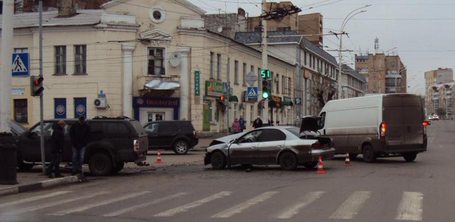 На «Динамо» столкнулись две иномарки