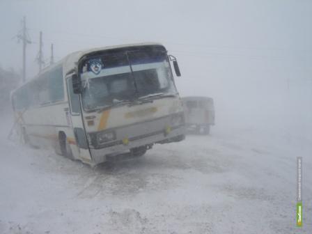 Заносы на дорогах сорвали учебный процесс на Тамбовщине