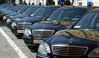 Чиновникам могут запретить покупку автомобилей дороже 2 млн рублей