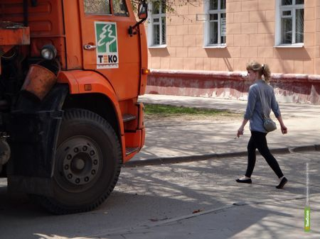 В Тамбове мусоровоз сбил беременную девушку