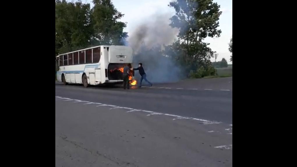 На тамбовской трассе загорелся пассажирский автобус