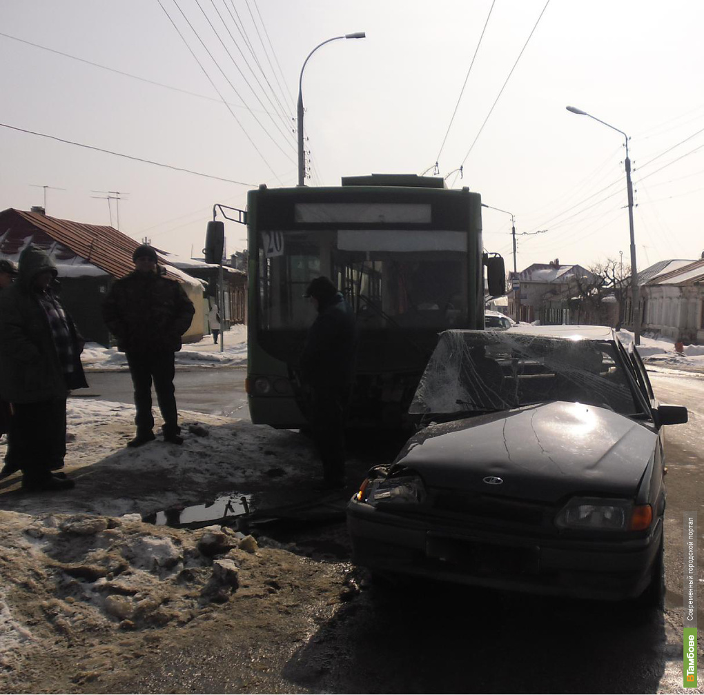 Троллейбус попал в ДТП в Тамбове
