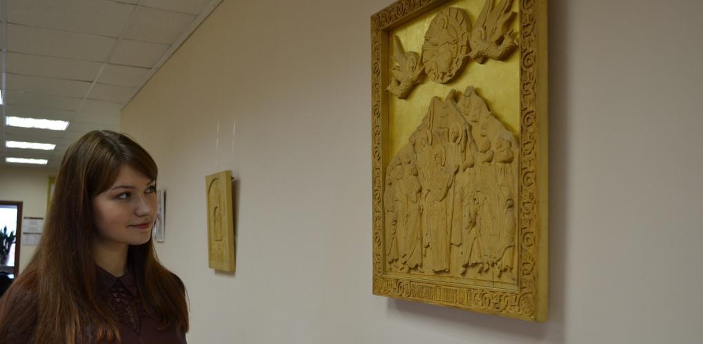 В Тамбовском филиале РАНХиГС открылась выставка резных икон