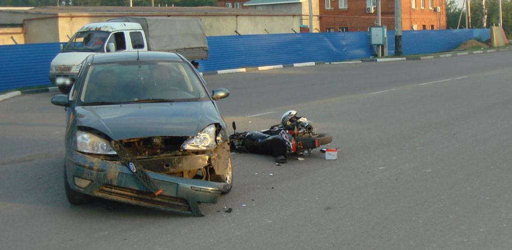 Подросток на мотороллере врезался в иномарку на Бастионной
