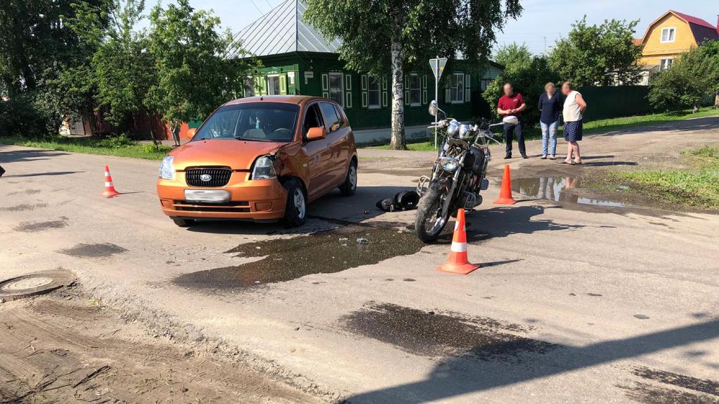 На западе Тамбова столкнулись иномарка и мотоцикл