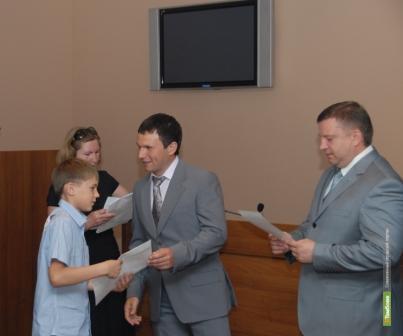 Четвероклашки получили от тамбовских депутатов по полторы тысячи рублей