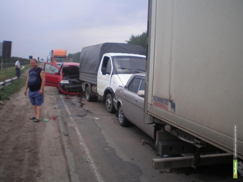 На трассе М6 «Каспий» водитель иномарки уснул за рулем и протаранил автоколонну