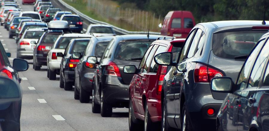 Тамбов стоит в пробках: автомобилисты заблокировали подъезды к кладбищам