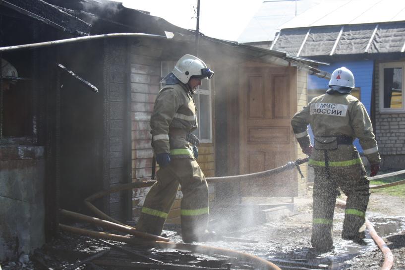 При пожаре на улице Августа Бебеля погиб человек