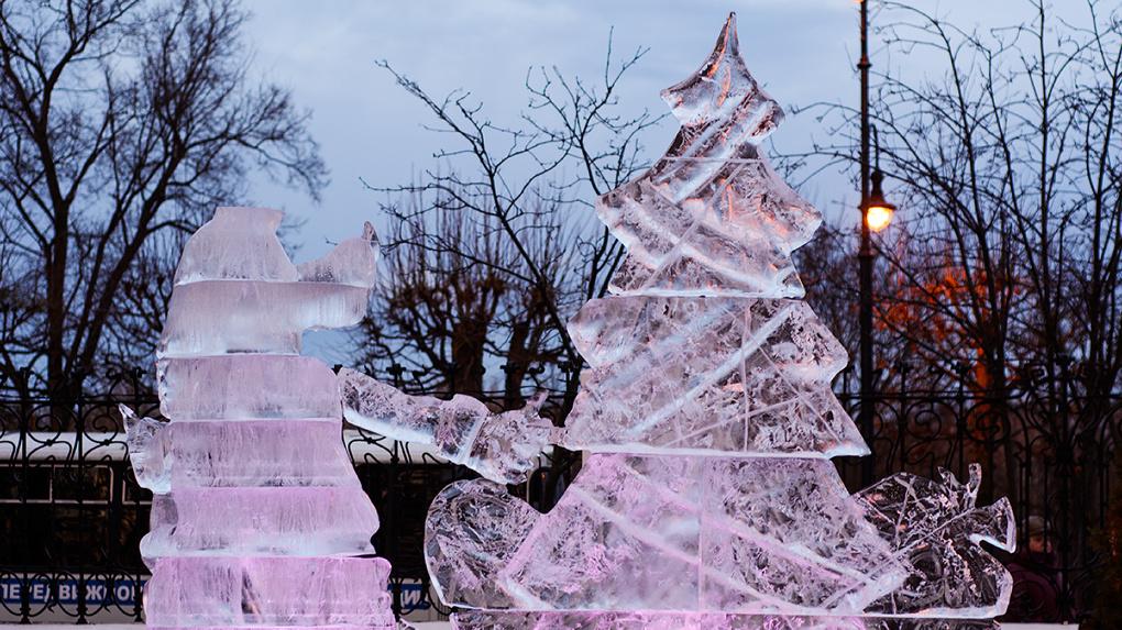 Новый год без снега, зато со льдом! Усадьба Асеевых преобразилась ледяными скульптурами